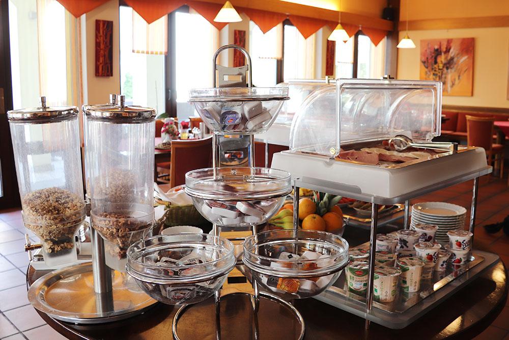 Frühstücksbuffet im Hembacher Hof