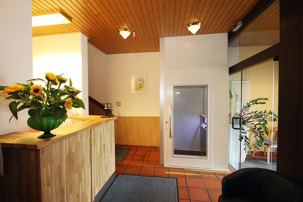 Rezeption und Aufzug Hembacher Hof