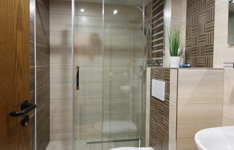 Badezimmer des 3-Bettzimmers im Hembacher Hof