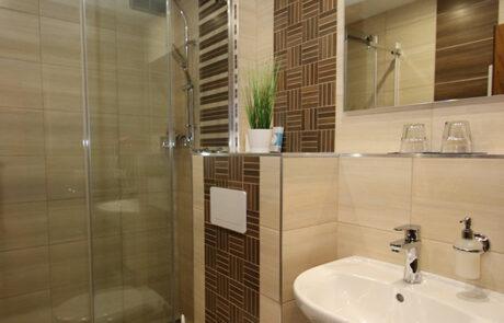 Badezimmer eines Doppelzimmers im Hembacher Hof