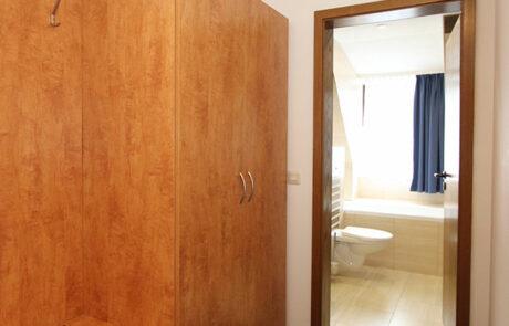 Ankleide Doppelzimmer mit Wasserbett